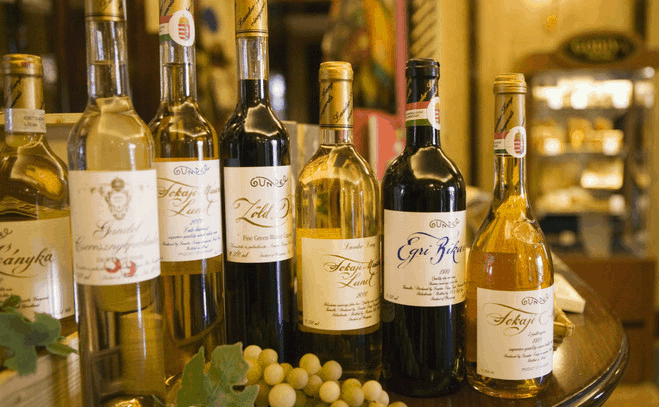 סיור אוכל בבודפשט עם טעימת יין הונגרי