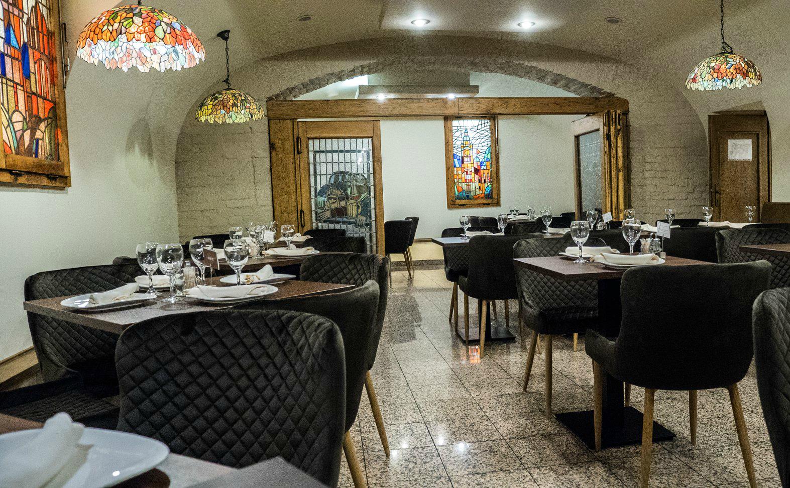 מסעדות כשרות בבודפשט - מסעדת כרמל ברובע היהודי