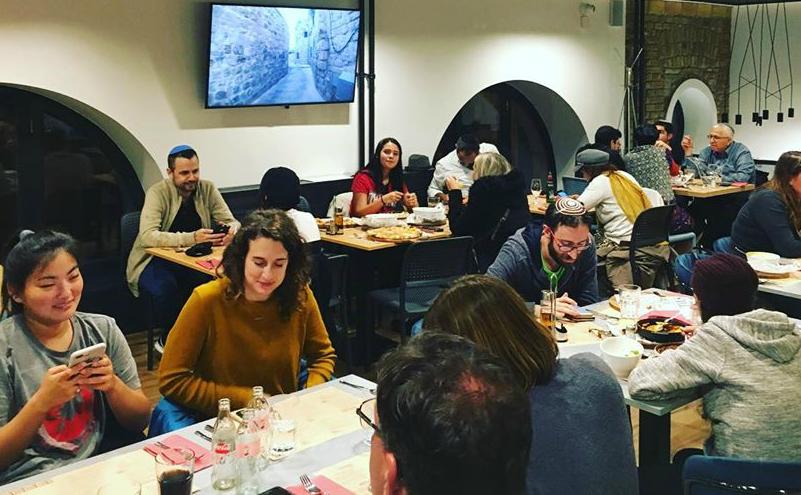 מסעדת כשר דלי חלבית כשרה ברובע היהודי של בודפשט