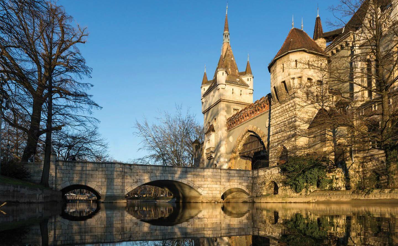 טירת ויידהוניאד בבודפשט Vajdahunyad Castle Budapest