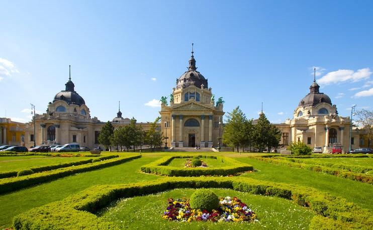 Budapest City Park הפארק העירוני בבודפשט - מרחצאות סצני