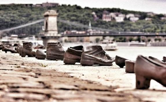 Shoes on the Danube Bank אנדרטת הנעליים בודפשט