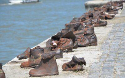 אנדרטת הנעליים
