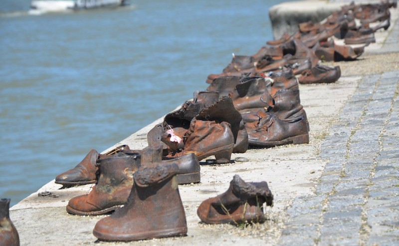 Shoes on the Danube Bank אנדרטת הנעליים על שפת הדנובה בבודפשט