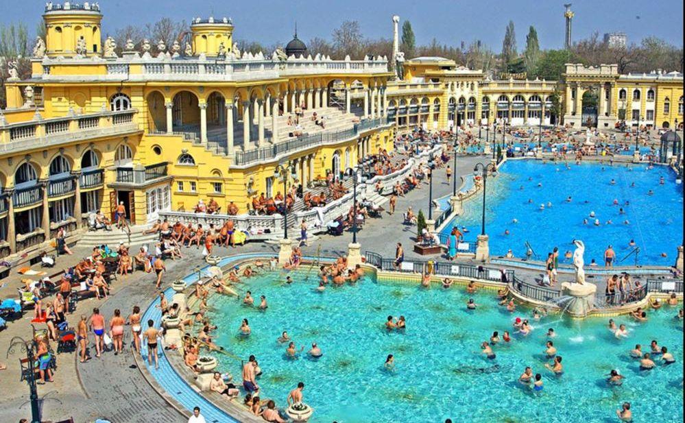 Szechenyi Baths Budapest מרחצאות סצני בפארק העירוני של בודפשט