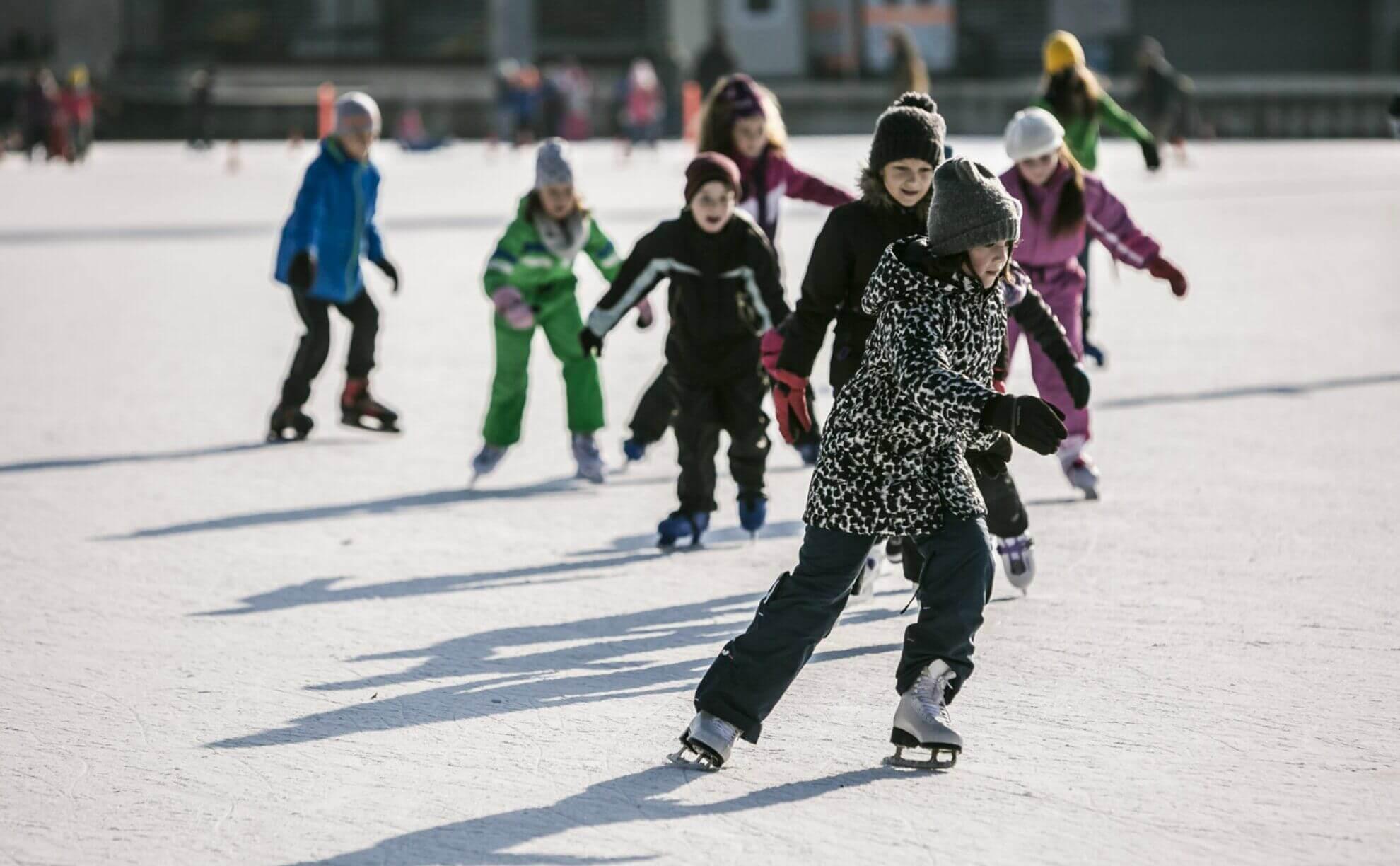 city-park-ice-rink-Budapest החלקה על הקרח בודפשט הונגריה