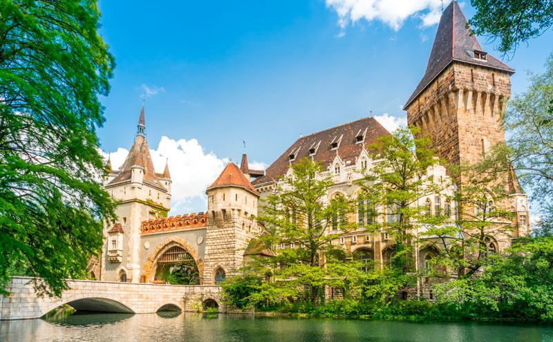 city-park-varosliget-budapest טירת ויידהוניאד בפארק העירוני בודפשט הונגריה