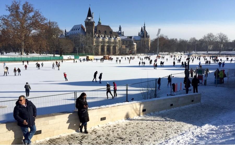 בודפשט בחורף החלקה על הקרח