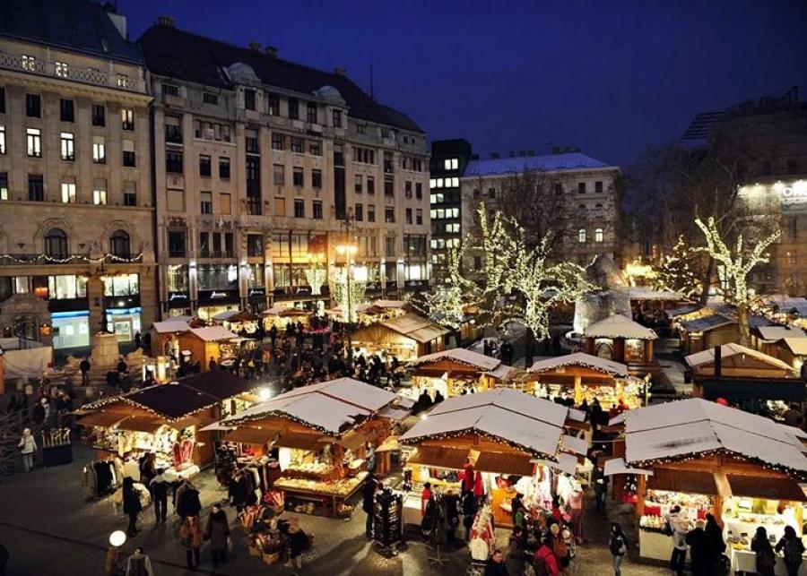כיכר וורשמרטי שווקי חג המולד בבודפשט