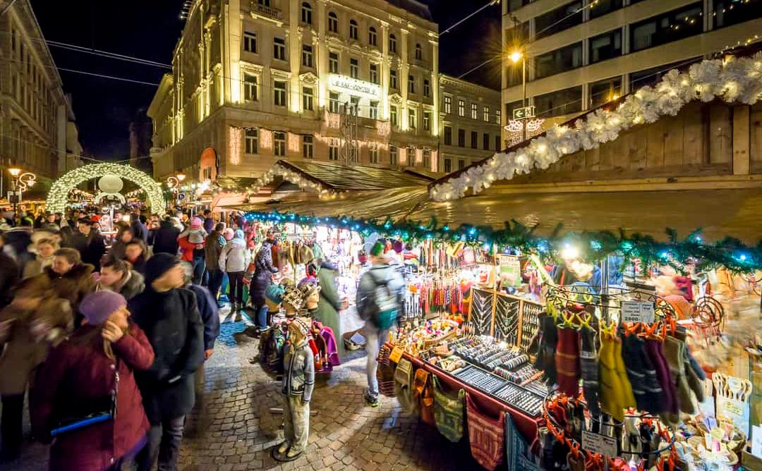 כריסטמס בבודפשט שווקי חג המולד מול הבזיליקה