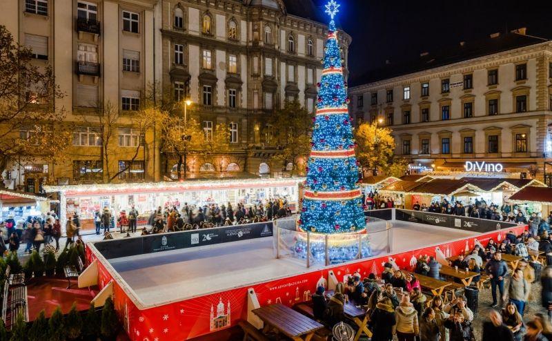כריסטמס בבודפשט שוק חג המולד בכיכר אישטוואן