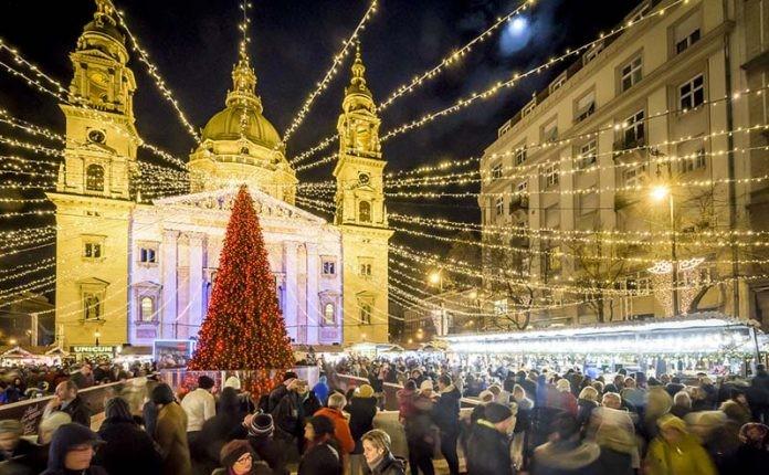 כריסמס בבודפשט שווקי חג המולד על יד הבזיליקה