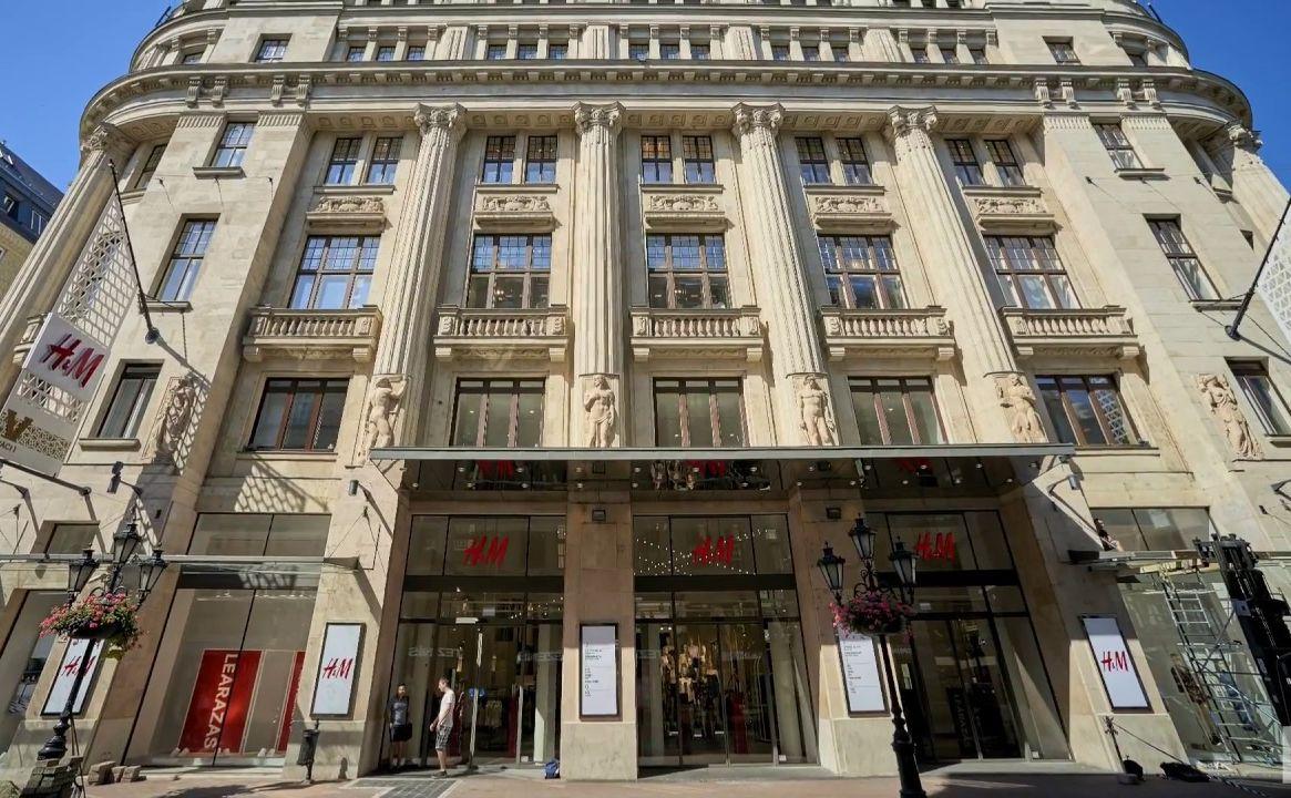 מדרחוב ואצי אוצה בבודפשט הונגריה חנות H&M
