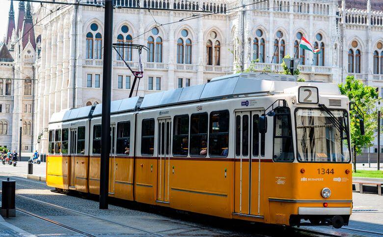 תחבורה ציבורית בבודפשט רכבת חשמלית צהובה קו מס. 2