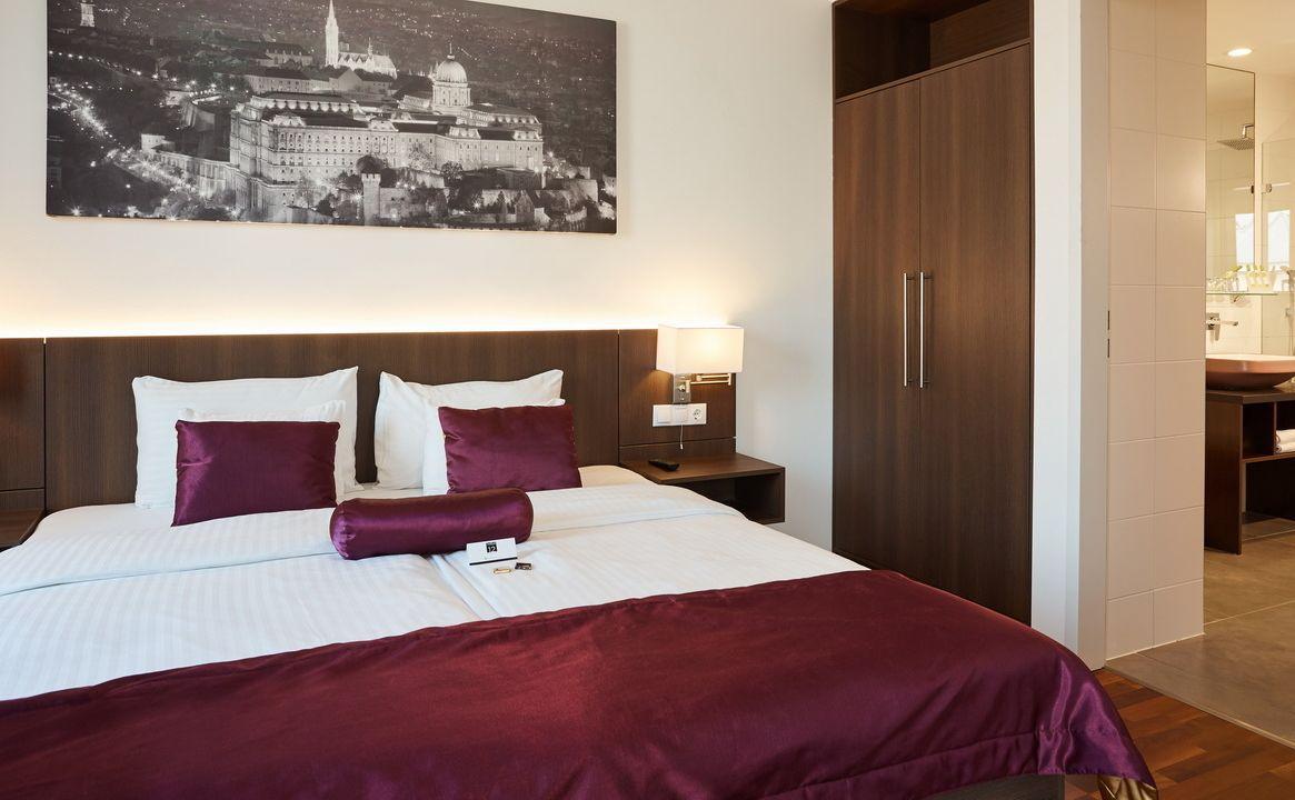 מלונות 3 כוכבים בבודפשט מלון REVAY 12 HOTEL BUDAPEST