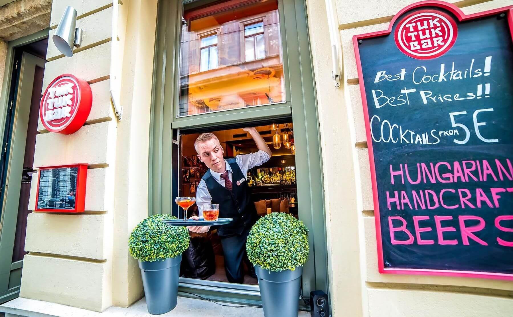 Tuk Tuk Bar Budapest טוק טוק בר ברים בבודפשט
